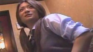 【個人撮影】ガチ素人制服jkギャルがカラオケボックスで30秒800円援交の誘いに乗る