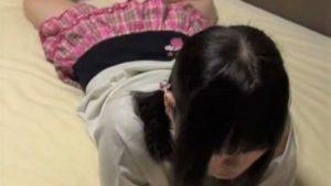 【個人撮影 JSロリ】警戒心ゼロのガチロリ小◯生のパンチラ貧乳胸チラを収めたホームビデオ個人投稿動画