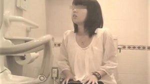 ※顔出しガチアウト【個人撮影 トイレ盗撮】jcみたいなロリ美少女からJK・JDまでのトイレ排泄隠し撮り