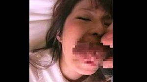 【個人撮影 jc妹フェラ盗撮】寝ている中学生ギャル妹に強制イラマチオ顔射を隠し撮りする童貞ヘタレ兄貴